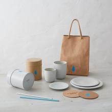 旗艦店限定周邊商品,包括原裝咖啡罐、購物袋等