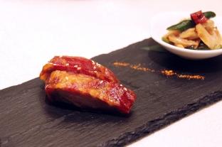 蜜汁西班牙黑豚叉燒,肉質軟嫩。
