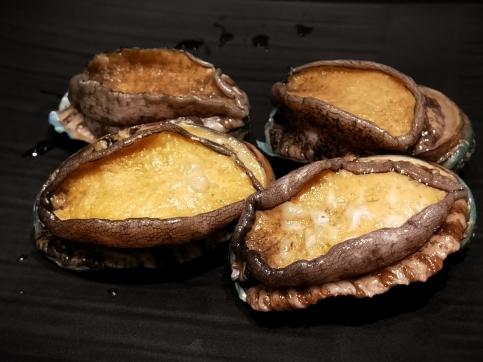 傳統粵菜酒樓常見龍鮑翅,近年環保意識抬頭,已較少食用魚翅 (1)
