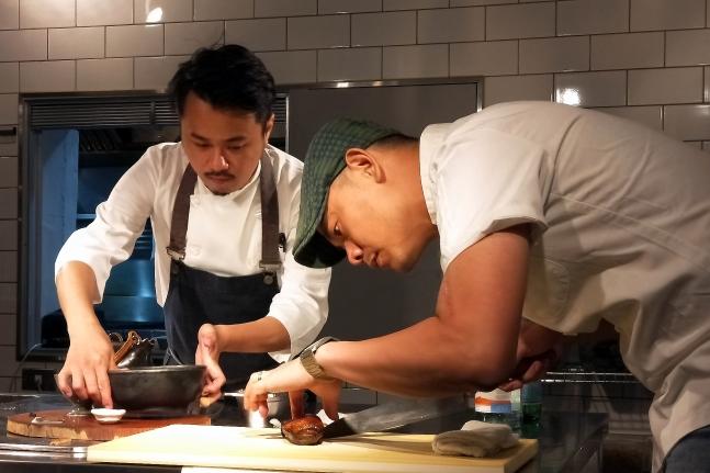 江振誠與年輕廚師東北亞冠軍陳子洋__claire拍攝