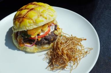 炭烤夏威夷風花生牛肉漢堡