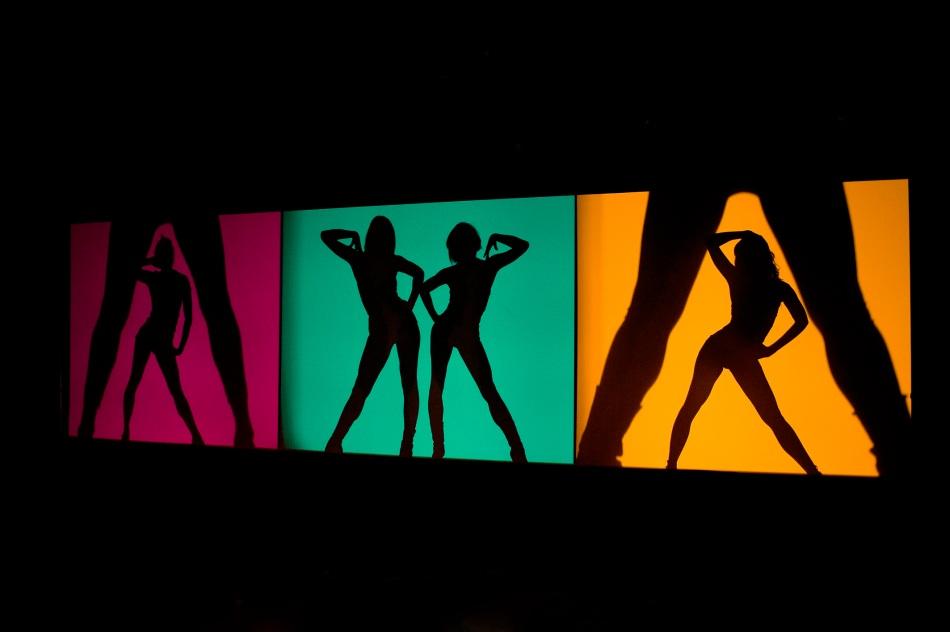 享譽全球的法式歌舞表演巴黎瘋馬秀《永恒的瘋馬》將於2019年9月25日至10月5日重歸澳門巴黎人的巴黎人劇場,為觀眾帶來最精彩的演出。 (2)