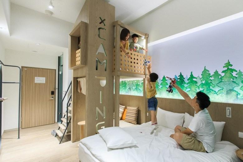 樂旅小閣樓不僅能爬上爬下遊玩,也可睡在閣樓裡