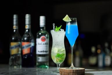 Rick's餐廳提供酒吧服務,多達十頁飲料單,讓旅人全然放鬆!