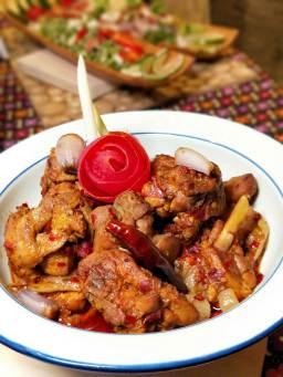 香茅辣味雞-軟嫩多汁的雞塊搭配獨特的香茅氣息,香辣過癮。