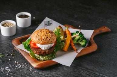 水耕蔬菜漢堡搭燒烤時蔬佐松露美乃滋