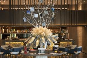 台北新板希爾頓大廳巨型相片樹(001)
