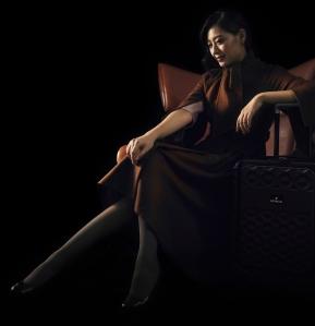 女座艙長著大衣及行李箱-R