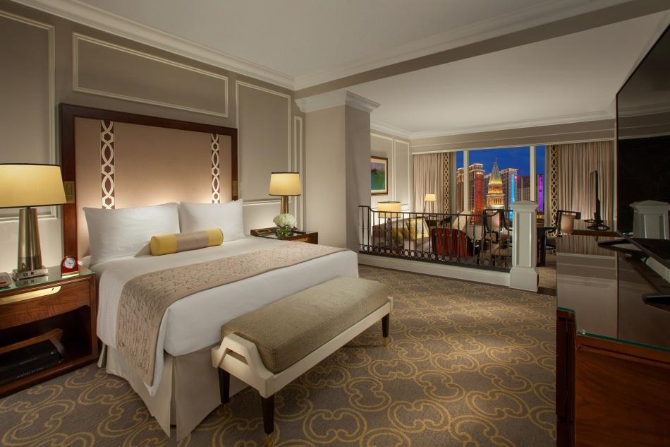 澳門威尼斯人的豪華皇室套房於「2019世界旅遊大獎」(亞洲和大洋洲區域)頒獎典禮上榮獲「澳門最佳酒店套房」獎。 (2) (1)