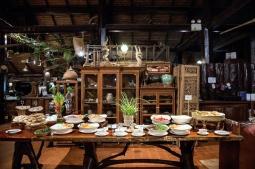 餐廳提供單點菜色或在地特色Buffet