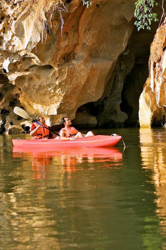位在叢林飯店附近的知名景點 LAWA Cave 拉瓦洞窟,是位在國家自然保護區內的鐘乳石洞窟。