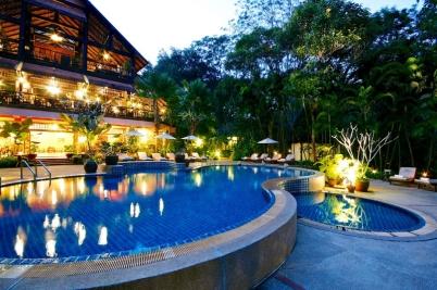 只想待在飯店園區內,亦可盡情泡在泳池內放空。