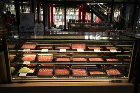 現場亦陳列販售鮮度最佳的冷藏牛肉