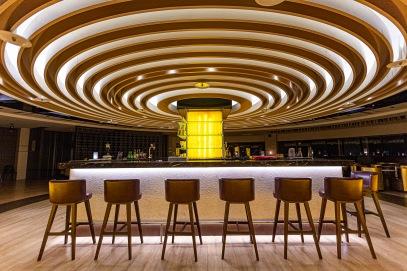 晚上還有美式餐廳和充滿熱情音樂的DJ酒吧