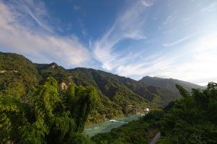 趣淘漫旅坐落在台南曾文水庫群山環繞的美景之中