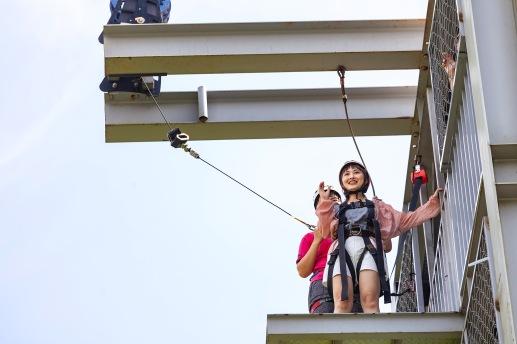 沒勇氣從五樓高塔跳下?教練會助你「一臂之力」