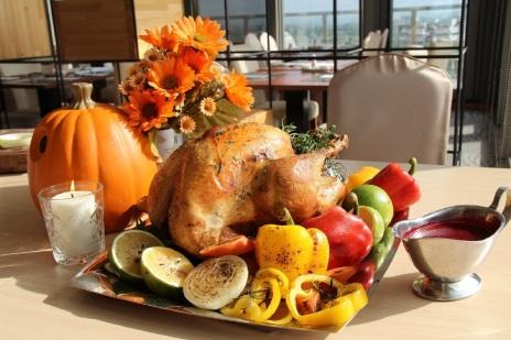 館內蝶舞咖啡廳期間限定,於自助餐檯上推出主廚聖誕烤火雞,歡享價NT$980+10%位。
