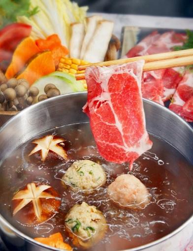 圖4.宜蘭綠舞期間限定於平日入住,贈送舞饌日式料理「蘭陽豚豬梅花鍋平日兌換券」。