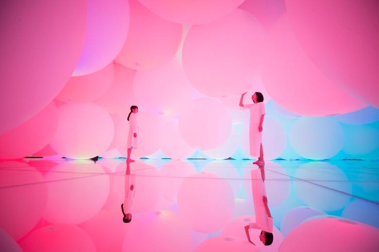 擁有自我意識的變化空間,擴張的立體存在 - 被平面化的3種顏色與曖昧的9種色彩,自由飄浮