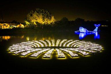 藝術團隊「有用主張」的作品「運用幻象-洞」與藝術家林建志的「穿越鯨昔」