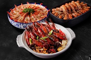 台北國泰萬怡酒店 蝦饗宴供應蒜蓉蒸草蝦搭粿條、胡椒小龍蝦及麻辣小龍蝦