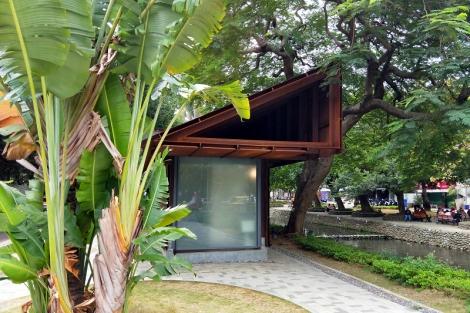 竹市護城河五星級公廁藝術感十足 通風、明亮還有免治馬桶。