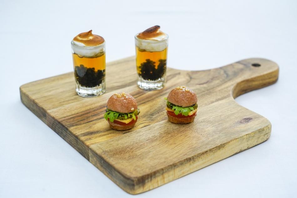 台北君悅-寶艾西餐廳-主廚驚喜小點-迷你超漢堡與不是奶昔(001)