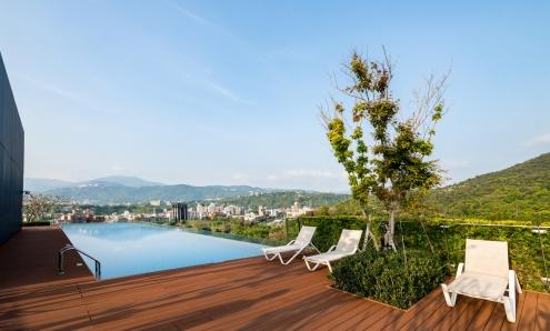 台北士林萬麗酒店 頂樓無邊際泳池
