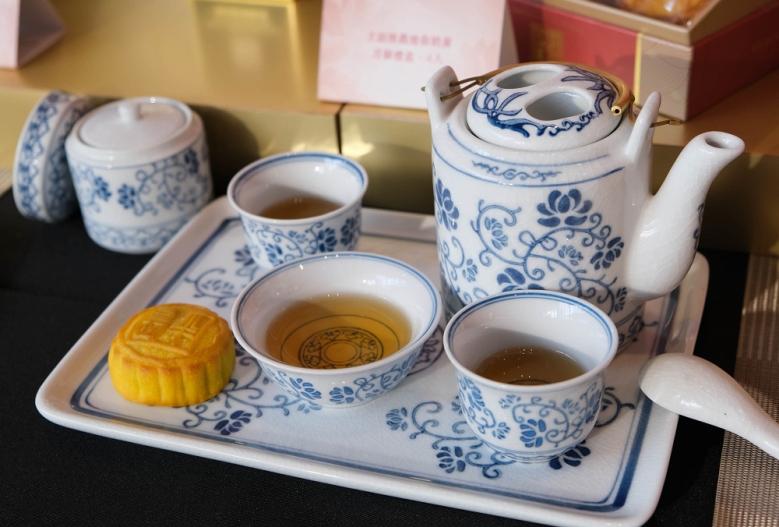 圖05:主廚推薦奶黃月餅搭配大吉嶺紅茶相互加乘滋味令人回味無窮(001)