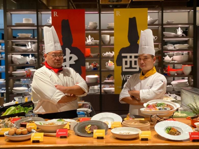 台北士林萬麗酒店 士林廚房 「食在中西」主題料理活動,由萬麗軒中餐廳主廚李豪盛(左)攜手士林廚房主廚黃仁人共同規劃