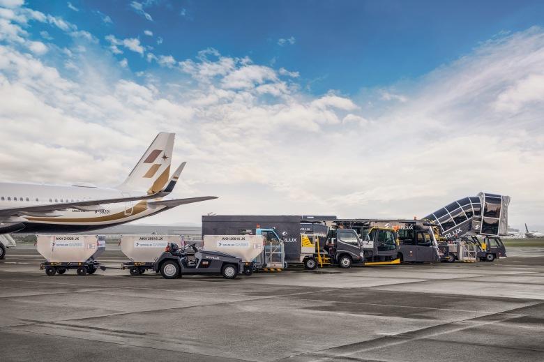 星宇航空KLOOK好想出國活動將安排多種勤務車隊於機坪一字排開迎接旅客