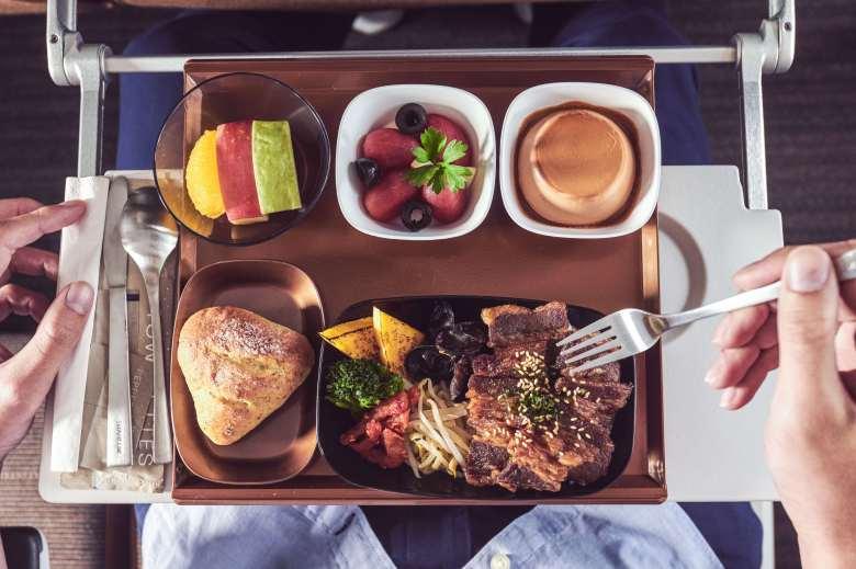 JX8888經濟艙旅客可享用燒肉名店「胡同燒肉」的醬燒豬五花丼